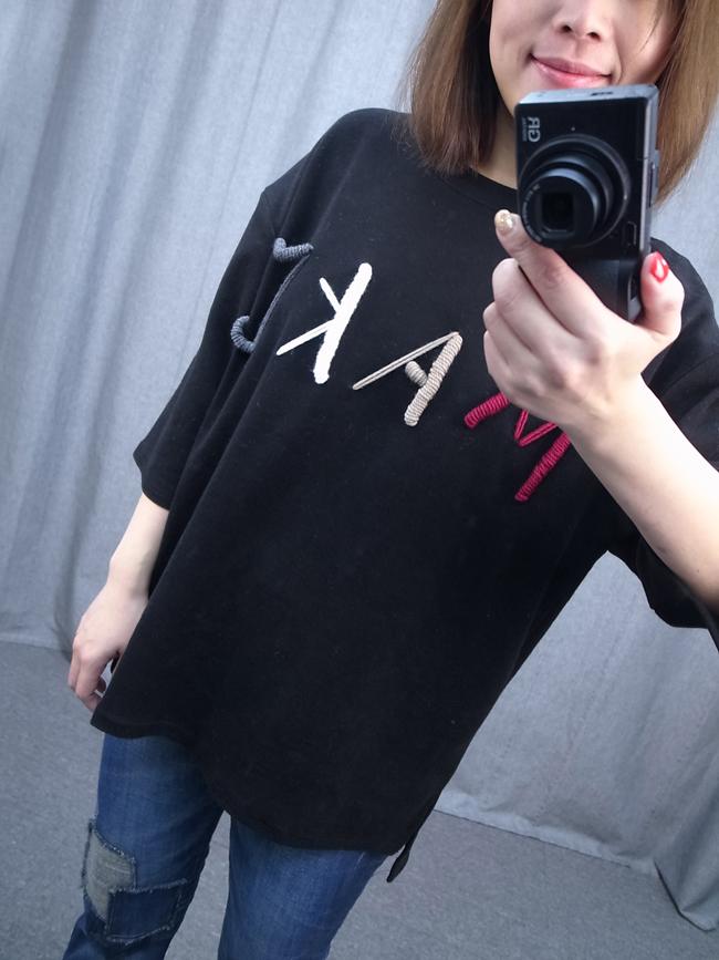 毛線字母寬版五分袖上衣