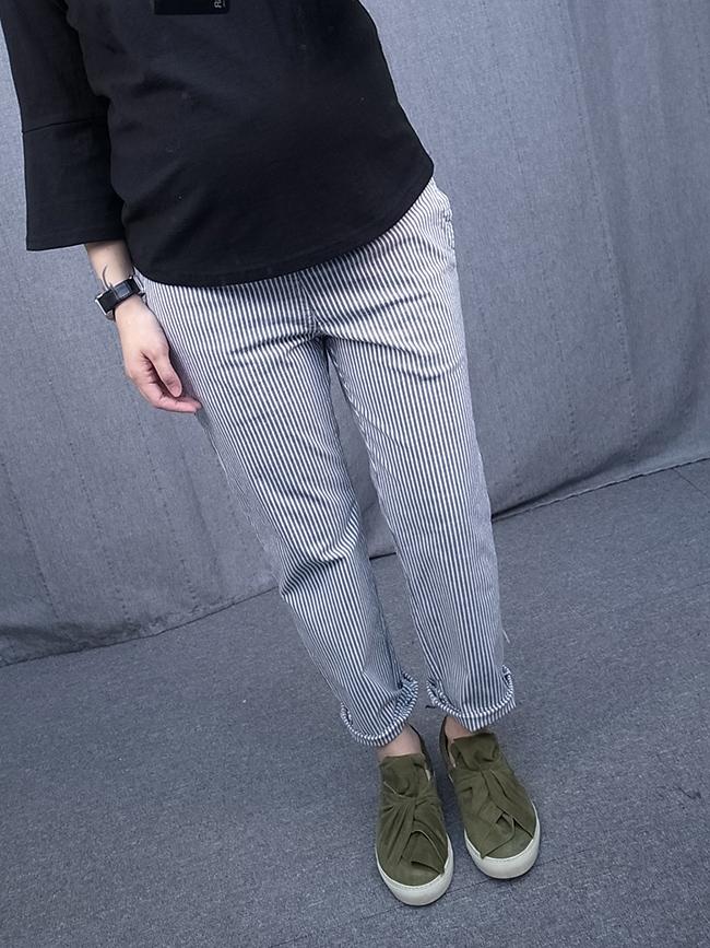 直紋鬆緊休閒褲