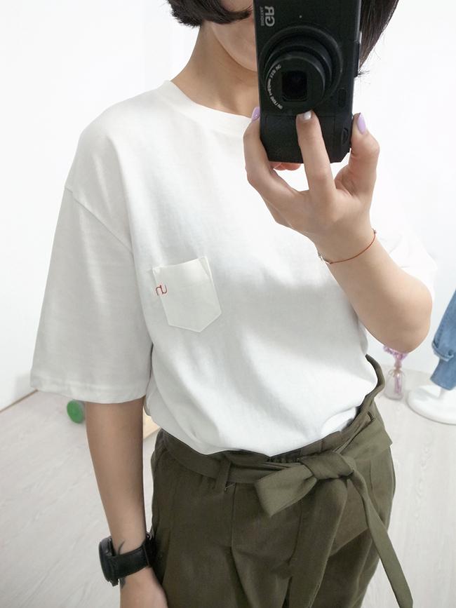 小口袋簡約刺繡素T