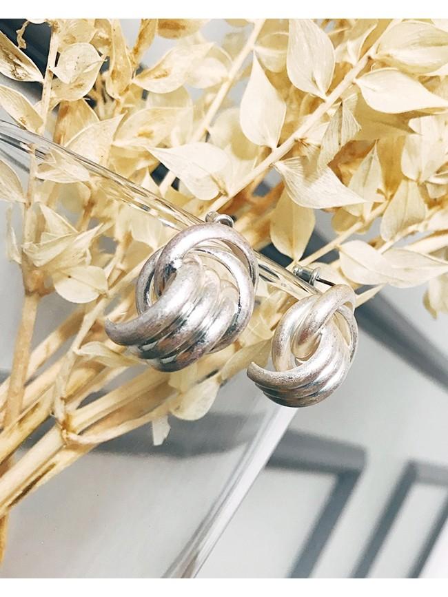 多圓交錯造型耳環