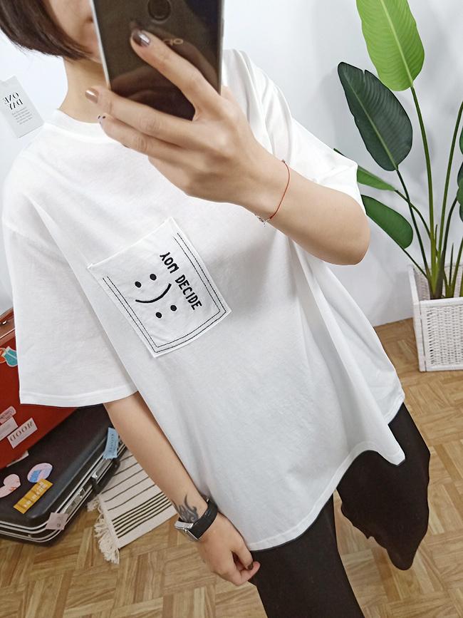 刺繡字母口袋亮色T