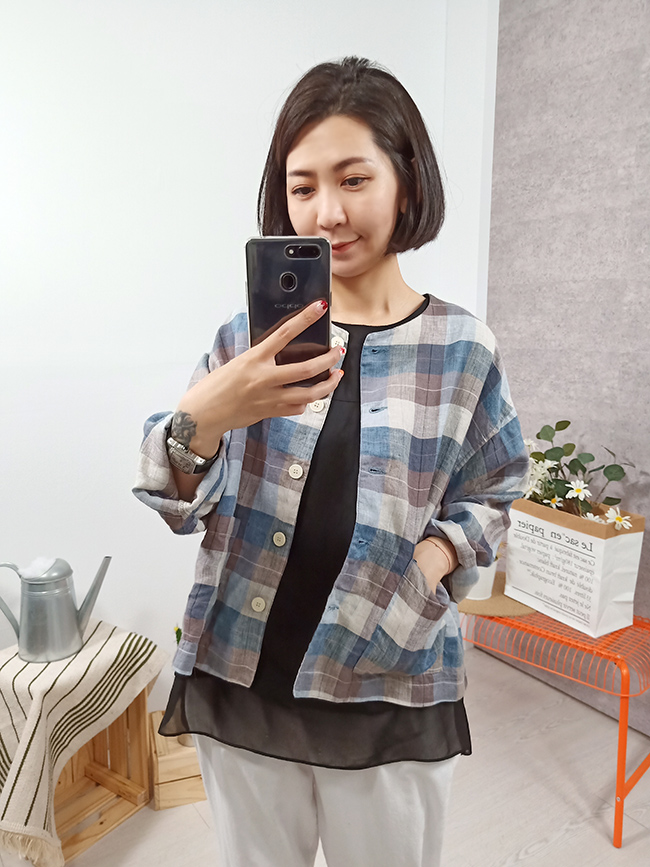 可愛格紋口袋小罩衫