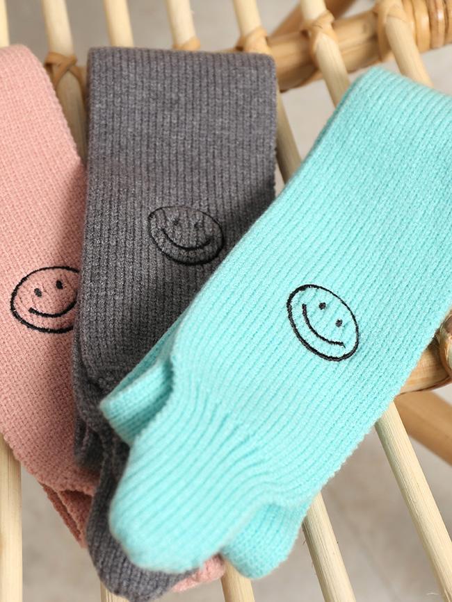 一個笑臉針織圍巾