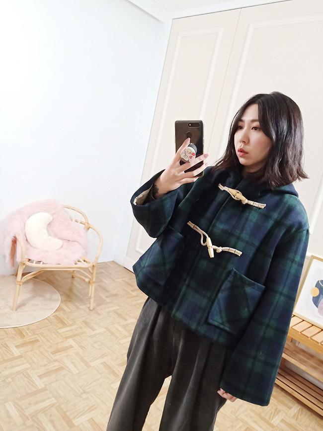 牛角釦格紋短大衣