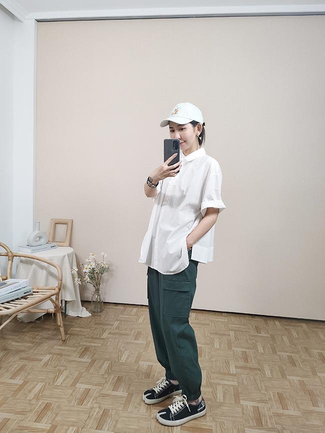 同色釦薄款短袖襯衫