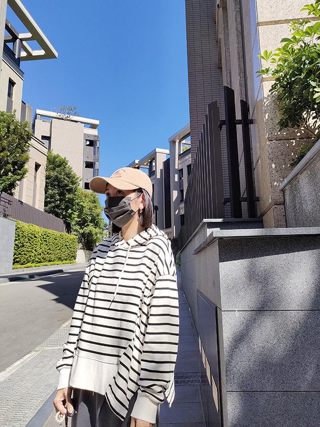 俏皮雙開衩條紋帽T